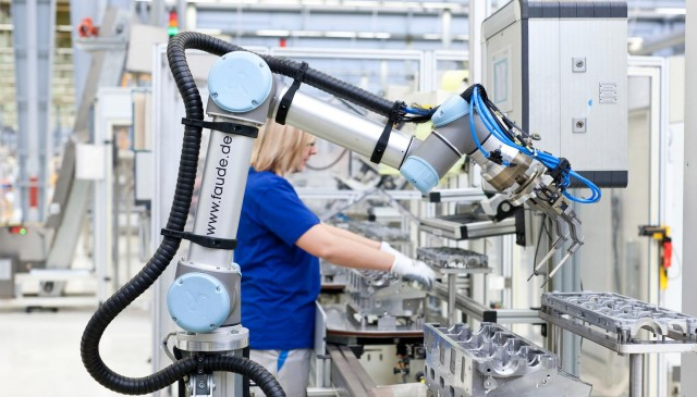 El que ofereixen els robots col·laboratius a un magatzem modern